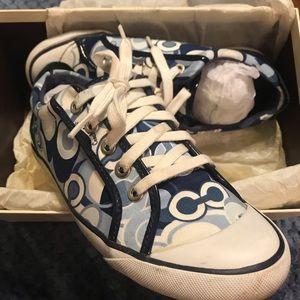 Size 7.5 coach shoes